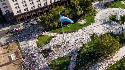 Imágenes tomadas desde el dron de Infobae de la Plaza de Mayo   (Thomas Khazki)