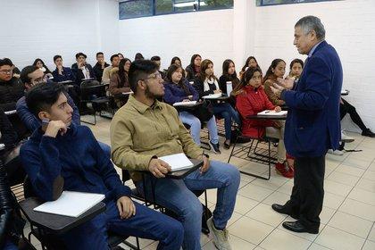 Dentro de las profesiones relacionadas con el ámbito educativo, solo el sector de la formación docente en educación física, artes y tecnología está ocupada mayoritariamente por hombres (Foto: UNAM/ CUARTOSCURO.COM)