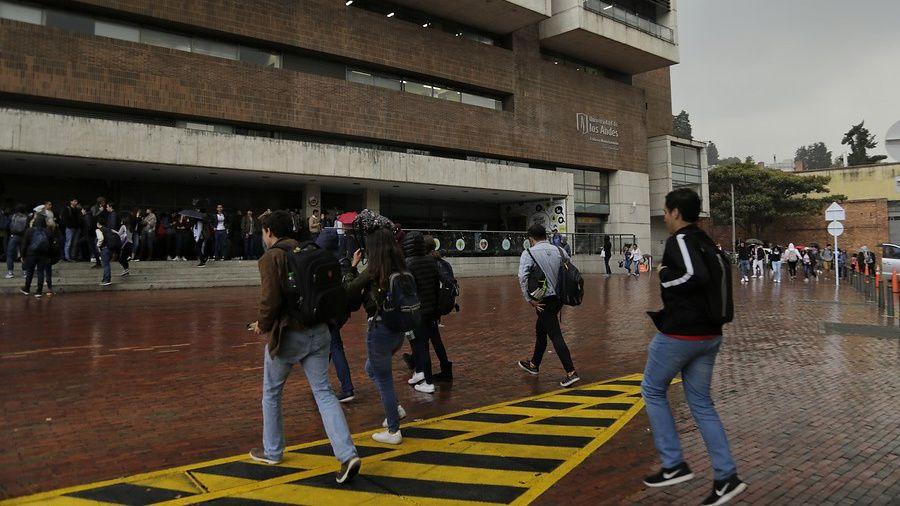 Las universidades son unas de las instituciones en las que los jóvenes aún creen. En la imagen, estudiantes de la Universidad de los Andes. Foto: Colprensa