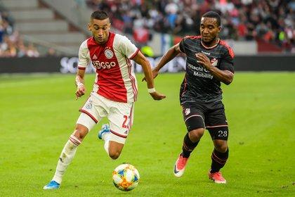 Los clubes poderosos como el Ajax, AZ Alkmaar o PSV Eindhoven ya habían pedido la cancelación definitiva (EFE)