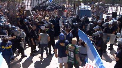 El momento en que comienza el caos dentro de la Casa Rosada