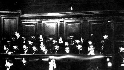 Fotografía del juicio a los miembros sobrevivientes de la banda en febrero de 1913