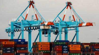 Vista del puerto de Newark, uno de los más grandes de Estados Unidos, en Elizabeth, Nueva Jersey (EFE/ Justin Lane)