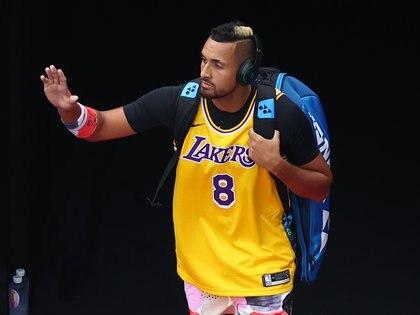 Nick Kyrgios vistió la camiseta de Kobe Bryant antes de enfrentar a Rafael Nadal. Foto: REUTERS/Kai Pfaffenbach