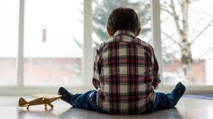 En general el autismo se presenta en los primeros tres años de vida, siendo la incidencia en varones cuatro veces mayor que en niñas (Shutterstock)