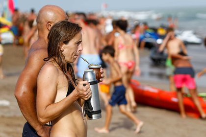 El mate y la vista fija en el mar, otros clásicos de la costa argentina