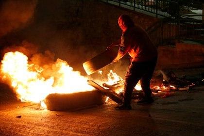 Los cacerolazos fueron acompañados de protestas y reporte de disturbios en distintas zonas del país, tras conocerse la decisión del gobierno chileno de bloquear el proyecto que permite un nuevo retiro de fondos previsionales en Chile