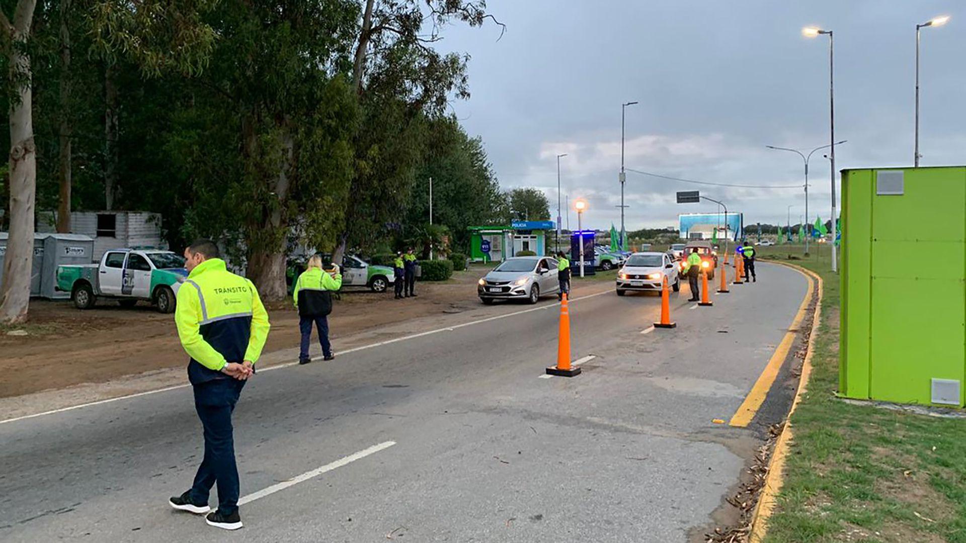 filas de autos para entrar a Pinamar