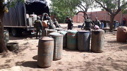 Incautación de galones de gasolina en Maicao, La Guajira.