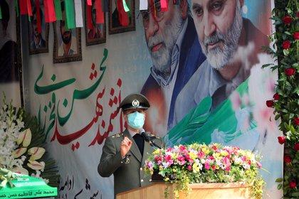 El ministro de Defensa, Amir Hatami, habla durante el funeral (WANA/Reuters)