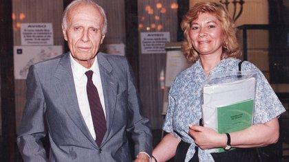 Bioy Casares y Lidia Benítez, quien fuera asistente, enfermera, confidente y compañera de viajes del autor
