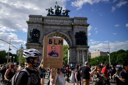 Las autoridades de la Ciudad ya levantaron el toque de queda, luego de que las últimas manifestaciones se desarrollen pacíficamente (Reuters)