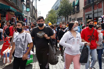 People are seen on the street as the coronavirus disease (COVID-19) outbreak continues in Mexico City, Mexico December 4, 2020. REUTERS/Carlos Jasso