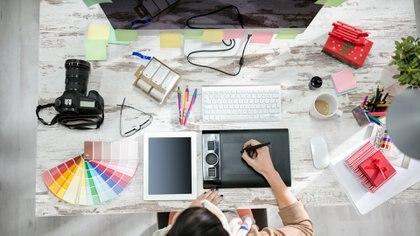 El diseño gráfico puede ocuparse de un gran arco de rubros dentro de la tecnología y fuera (Getty)