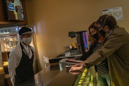 Los cines comenzaron a reaperturarse desde el 12 de agosto con medidas sanitarias estrictas.