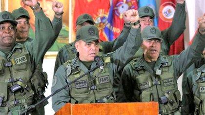 Las torturas son responsabilidad de la cadena de mando militar.
