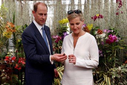 El príncipe Eduardo del Reino Unido, Conde de Wessex (i), y su esposa, Sophie.