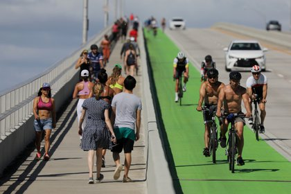 Miami Beach cierra parque South Pointe por violaciones a las medidas de distanciamiento social (REUTERS/Carlos Barria)