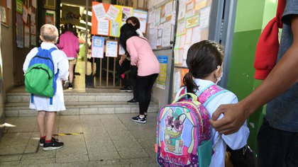 En la ciudad, al 30 de marzo, último dato disponible, se habían empadronado para recibir la vacuna unos 45.839 docentes. Es decir, del universo empadronado para recibir la vacuna, hasta el momento, solo cerca del 34% fueron inoculados (Maximiliano Luna)