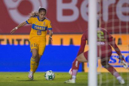 Tigres femenil sufrió en el primer tiempo, pero fue superior en el complemento, paradójicamente cuando recibieron el gol (Foto: Twitter/ @TigresFemenil)