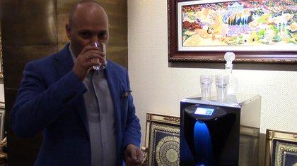 Maxim Pasik, director ejecutivo de Water-Gen, espera comenzar con la producción masiva de la máquina el año próximo.