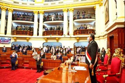 El Congreso de la República de Perú que muestra a Manuel Merino de Lama durante su investidura como presidente del país