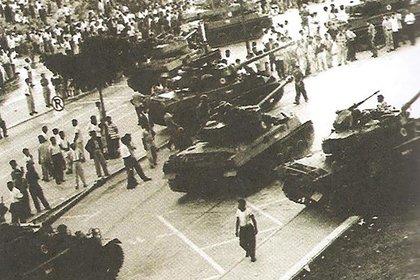 Tanques en las calles de Caracas durante el alzamiento que derrocó a Marcos Pérez Jiménez en 1958