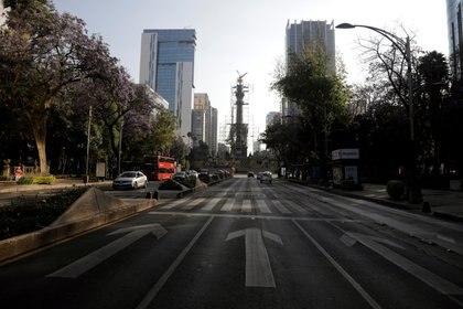 Las afectaciones económicas recaerán sobre todo en los hombros de los trabajadores (Foto: Luis Cortés/ Reuters)