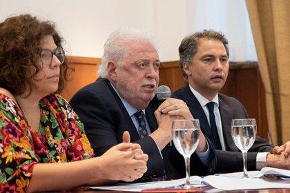 Carla Vizzotti, secretaria de Acceso a la Salud junto al ministro de Salud, Ginés González García (Facebook: Ministerio de Salud)