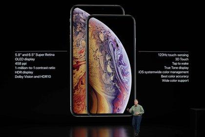 Philip W. Schiller, vicepresidente senior de marketing mundial de Apple, presenta los nuevos iPhone Xs y Xs Max en Cupertino, California (Reuters)
