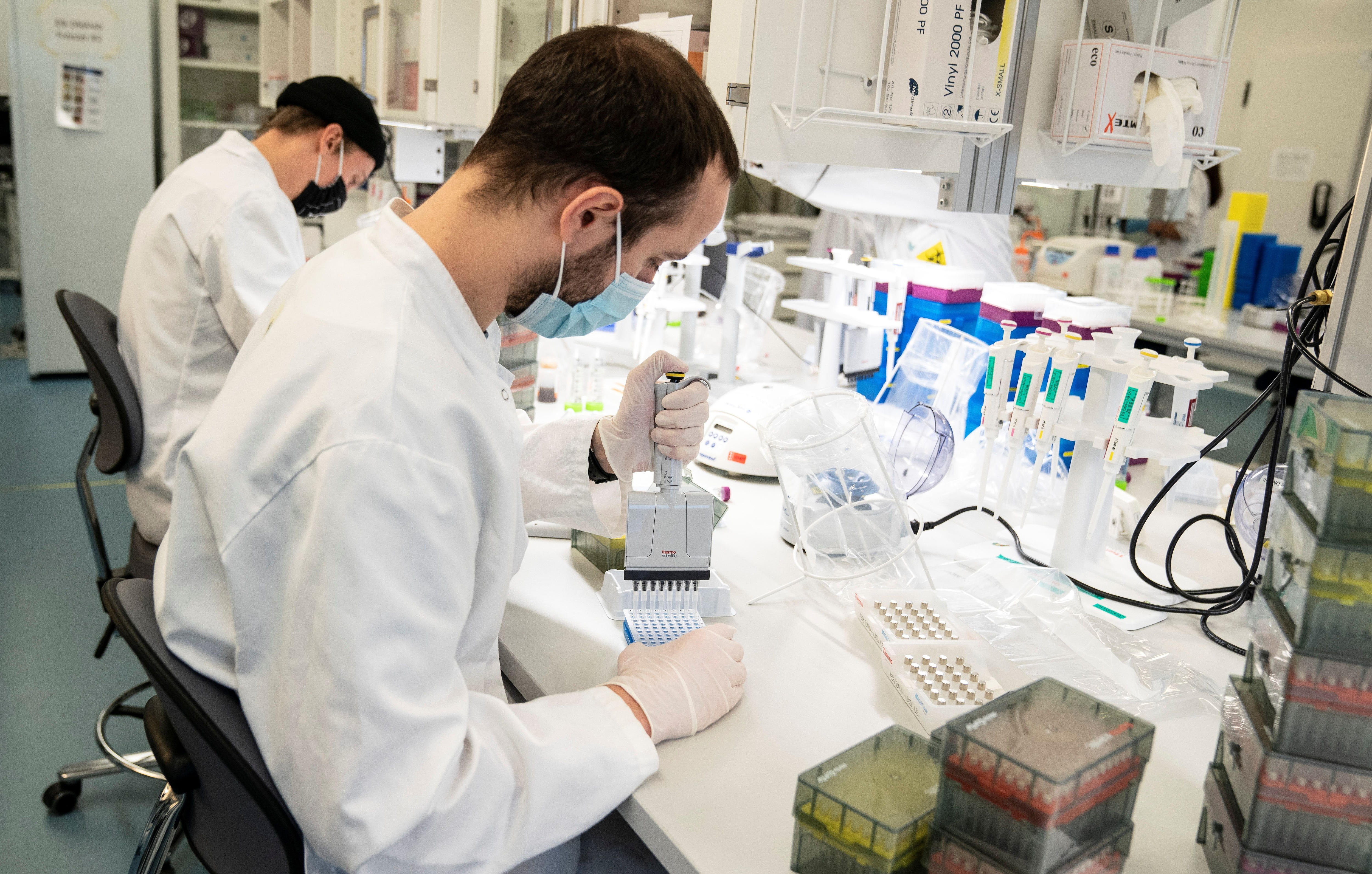Científicos continúan la búsqueda de mejores vacunas y tratamientos contra COVID-19 -  Ritzau Scanpix/Henning Bagger via REUTERS