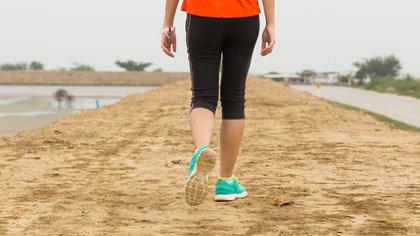 Una investigación reciente de la Facultad de Medicina de Harvard ha demostrado que, de media, unos 4.400 pasos al día son suficientes para reducir significativamente el riesgo de muerte en las mujeres