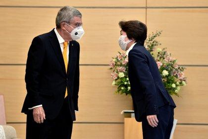 Seiko Hashimoto junto a Thomas Bach presidente del Comité Olímpico Internacional