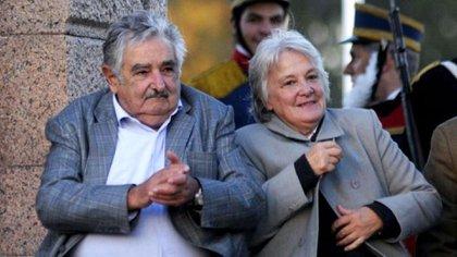 La vicepresidente Lucía Topolansky y su marido, el ex presidente uruguayo Pepe Mujica