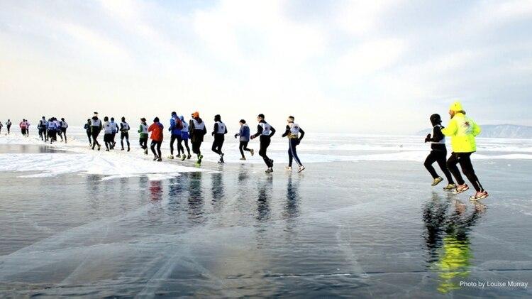 La Baikal Ice Marathon se lleva a cabo en el lago Baikal, en Siberia.