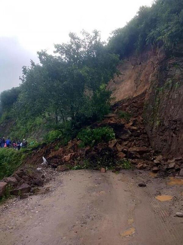 La ruta 65 quedó cortada por un derrumbe