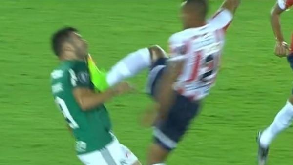 La violenta patada de Germán Gutiérrez a Bruno Henrique