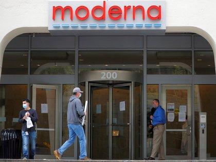 El edificio principal de la compañía farmacéutica Moderna, en Cambridge, Massachussetts. Foto: REUTERS/Brian Snyder