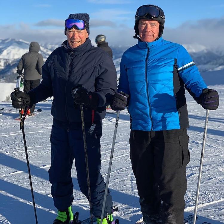 La foto viral de Arnold Scwarzenegger y Clint Eastwood en la nieve (Instagram: @schwarzenegger)