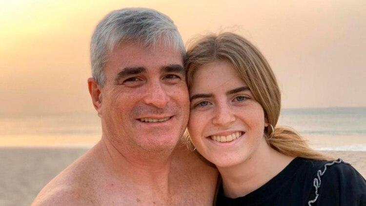 Laudani, en la foto con una de sus hijas, fue la primera víctima de coronavirus en Tucumán