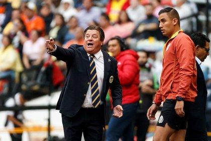 Miguel Herrera aún enfrenta a la Concachampions (Foto: EFE / José Méndez)