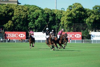 Una escena de la semifinal del Abierto de Polo de Palermo del año pasado. Los jugadores argentinos son la élite mundial del deporte (Foto: Diego Soldini/GENTE)