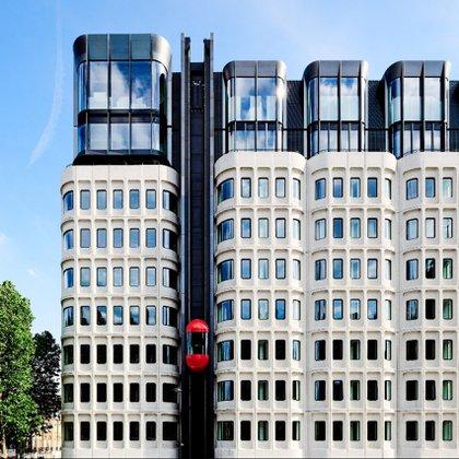 Este colorido hotel ha sido construido dentro del antiguo anexo del Ayuntamiento de Camden en King's Cross y cuenta con 266 habitaciones, tres restaurantes, un bar e incluso un estudio de grabación (The Standard)