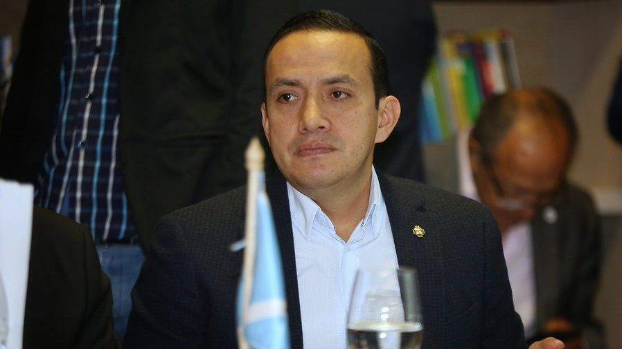 Mauricio Aguilar, gobernador de Santander, es objeto de indagación por parte de la Procuraduría General de la Nación debido a su polémica celebración de cumpleaños. Foto: Colprensa