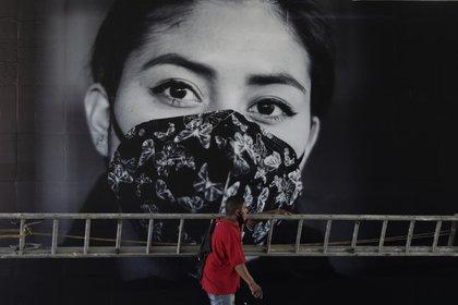 Hasta este martes 1 de diciembre, en la Ciudad de México se contabilizaron 211,007 casos positivos y 17,686 decesos por coronavirus (Foto: AP / Eduardo Verdugo)