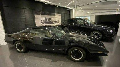 La versión de K.I.T.T., el icónico automóvil utilizado en la serie de televisión de los años 80 será subastada hoy