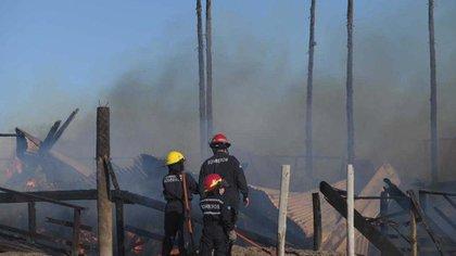 La estructura del balneario quedó consumida (Diego Medina)
