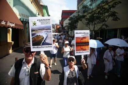 La gente protestó por la refinería Dos Bocas y el Aeropuerto de Santa Lucía (Foto: Cuartoscuro)