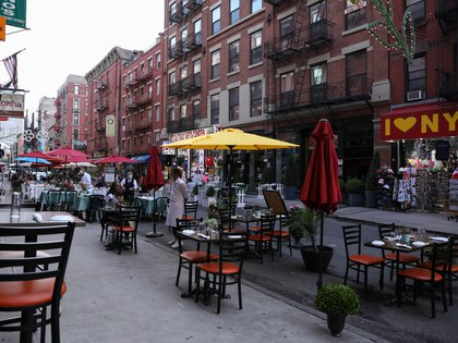 People dine outside on Mulberry Street in lower Manhattan, New York, U.S., July 4, 2020. REUTERS/Caitlin Ochs