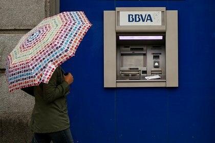 """La recuperación prevista para el PIB después del efecto de la pandemia por COVID-19 muestra que no sería en forma de """"V"""" ni de """"U"""" (Foto: Reuters)"""